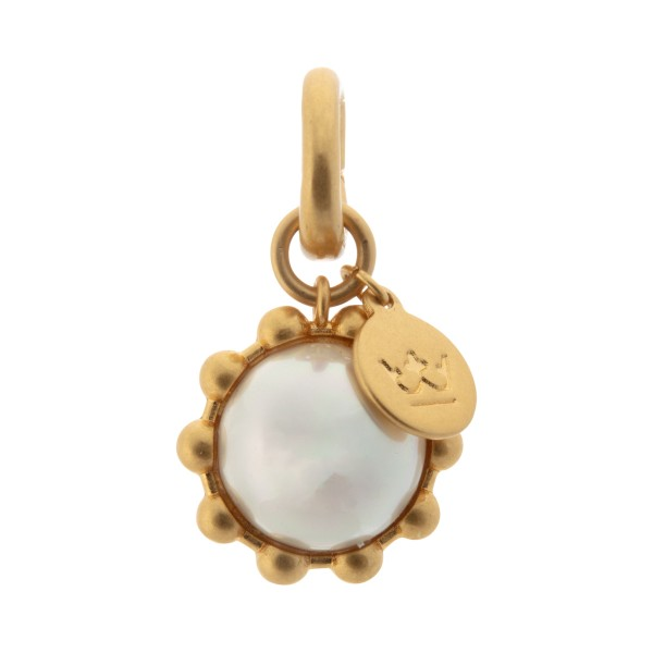 Ombre charm with pearl in gold